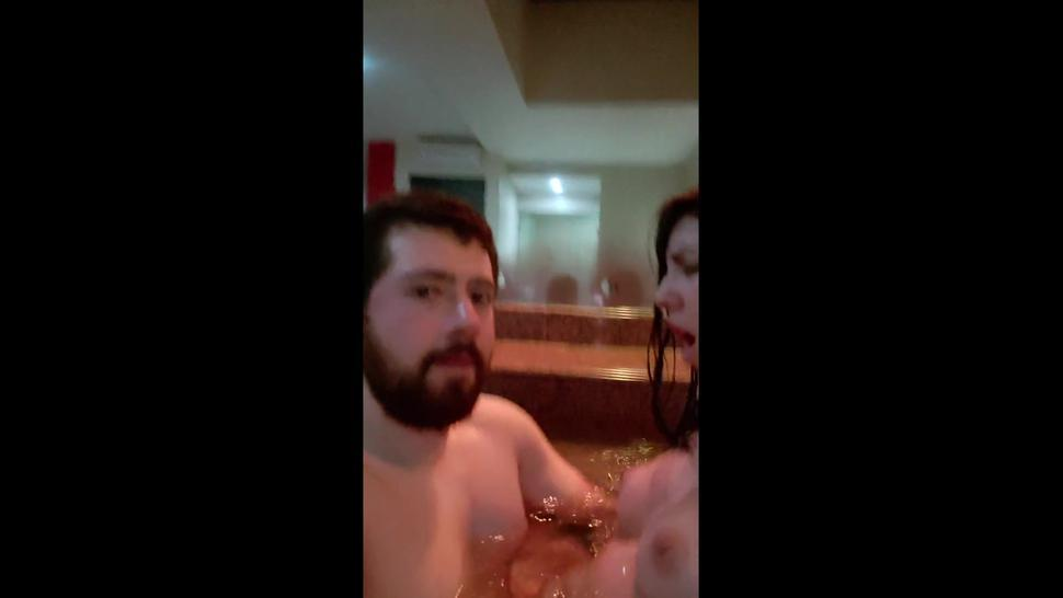 hot tinder couple date and screw in hot tub