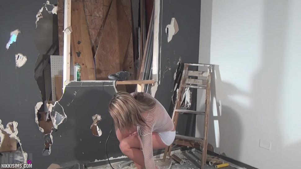 Solo/piss/break naked sims shit nikki