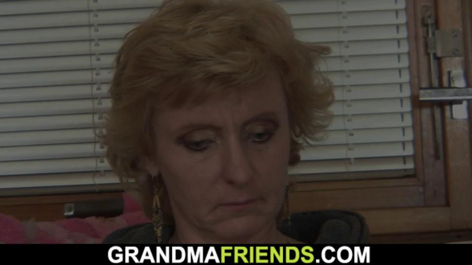 GRANDMA FRIENDS - Skinny blonde mature woman spreads legs for two guys