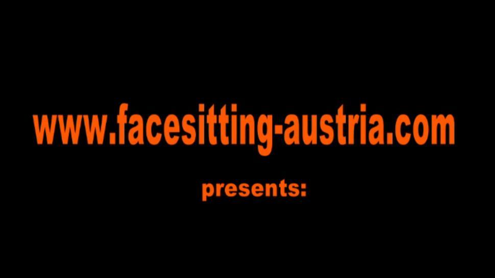 FACESITTING AUSTRIA - Facesitting in hot pants