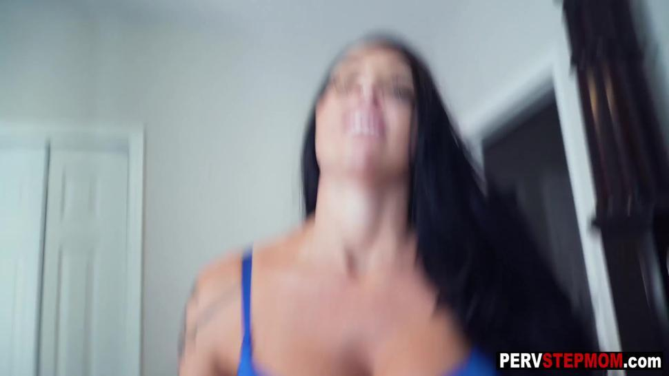 Horny stepmom helps a big cock stepson and sucked his big penis