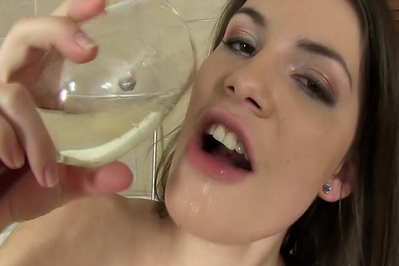 Piss drinking whore getting refreshment