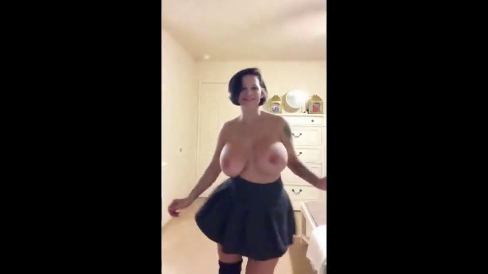 boob dance