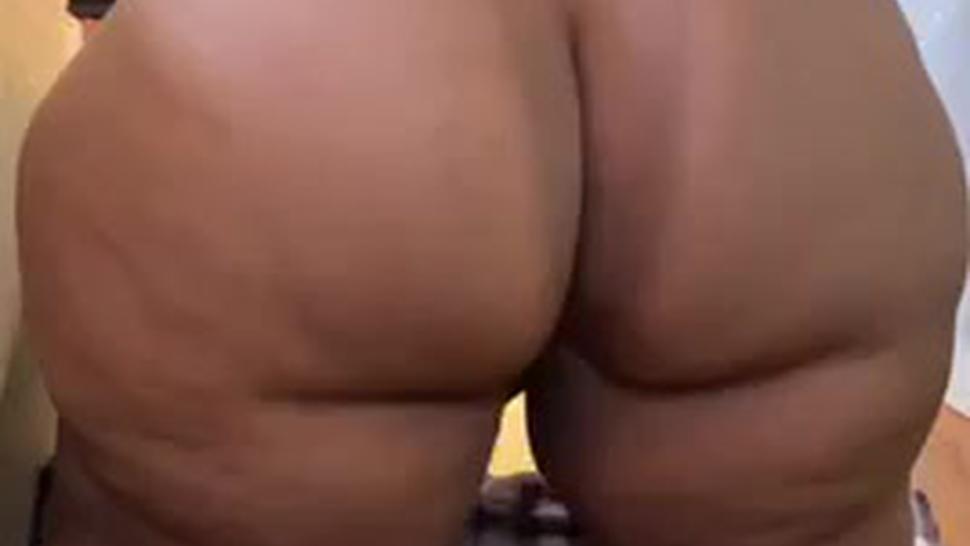 Bbw shaking ass
