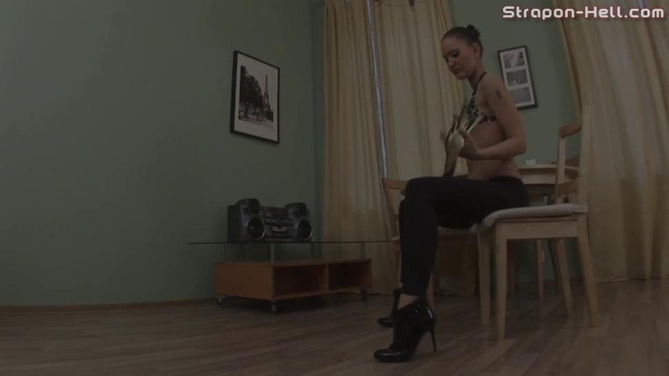 Russian Mistress Jade Is Penetrating Her Slut's Pussyhole - video 1