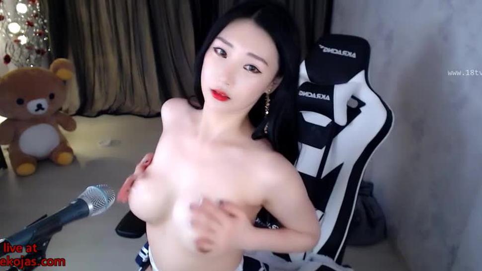 Busty Asian girl shows her beautiful ass