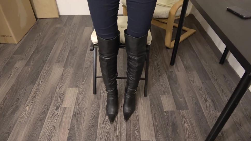 Under girls feet-my boots are dirty,you know what to do