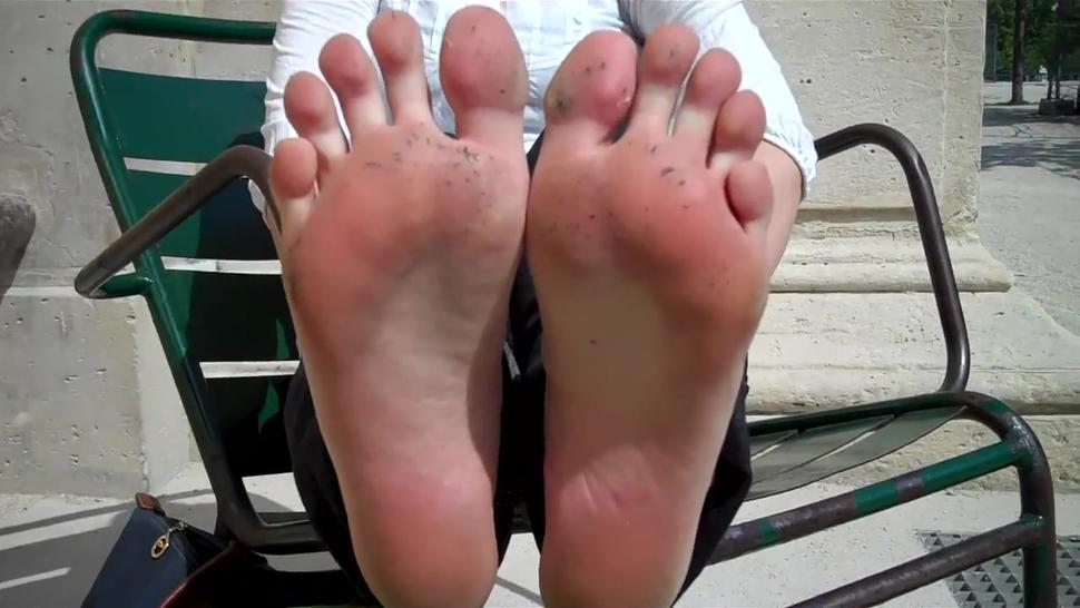 Kate's Sweaty Candid Soles