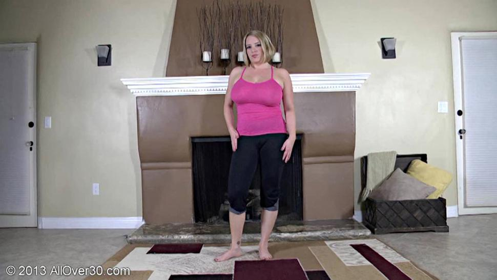 Huge Tits Of Sexy Mommy - Maggie Green