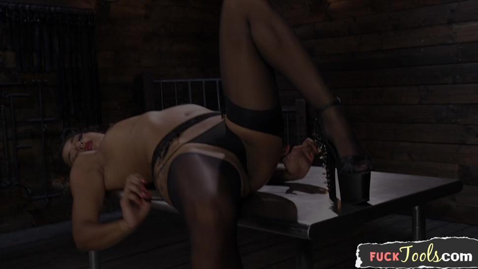 Squirting Ebony Girl Banged By Machine - Daisy Ducati