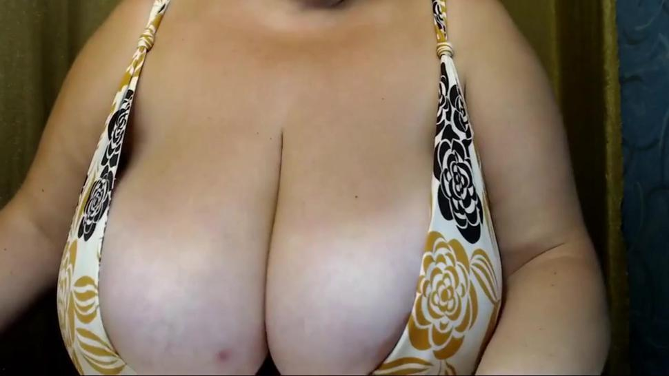 Sexy Mature Woman Showing Her Huge Tits On Webcam
