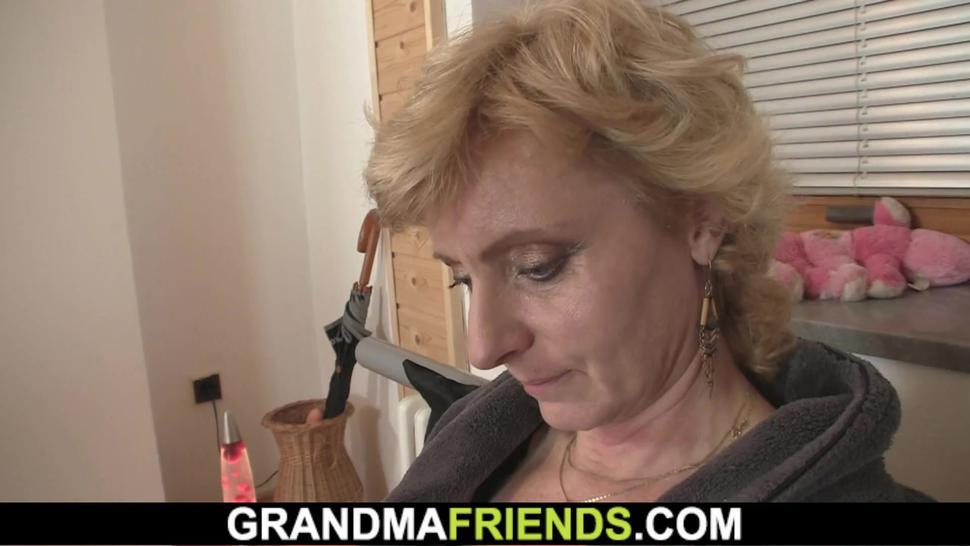 Petite Blonde Granny Spreads Legs For Delivery Men