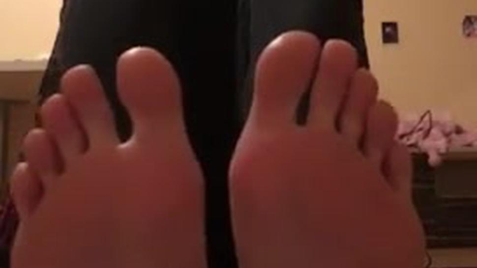 good girl showed me her feet after work. She's a waitress so they were sweaty and stinky