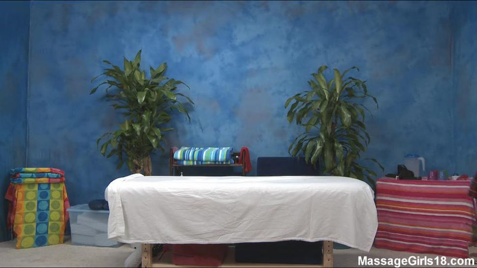 MassageGirls18-Lizz Tayler
