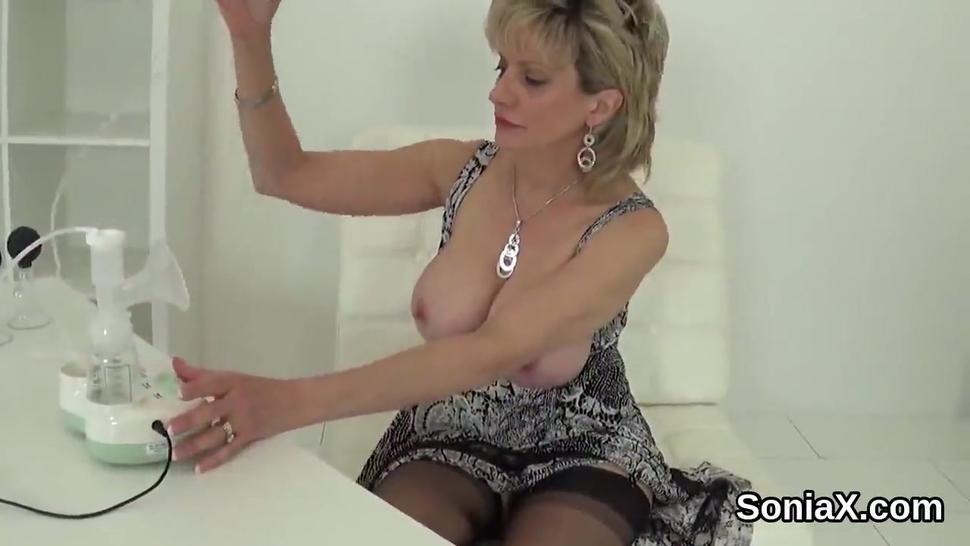 Unfaithful uk mature gill ellis exposes her big hooters