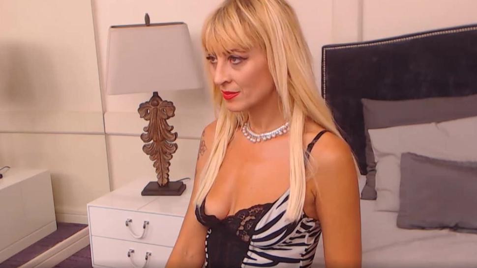 Bulgarian Mature Beauty Dimitrena From Plovdiv Self Fucking On Webcam