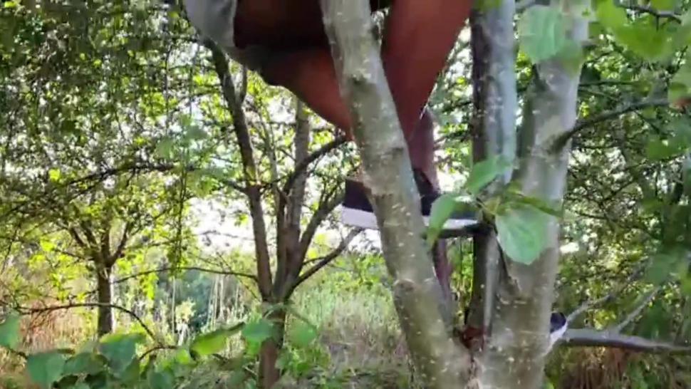 Candid Voyeur Ebony Girl with Big Booty on a Tree Upshots Flashing Tease