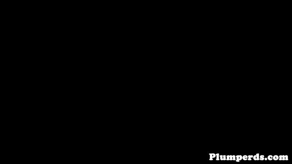 PLUMPERD - BBW plumpers queening and tugging guy in trio
