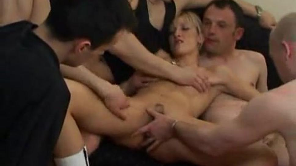 5 GUYS ALL OVER THIS AMATUER MILF - Pt. 2/6