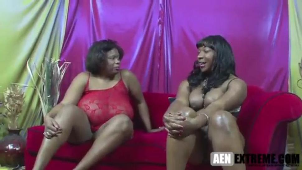 ebony huge tits lesbo