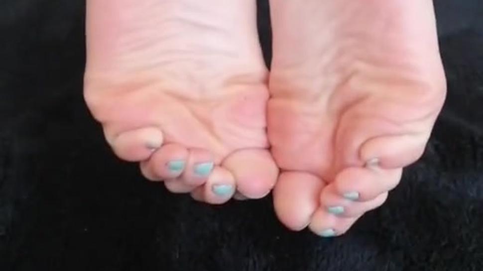 Goddess Latina Feet Joi Pink Soles Wrinkled