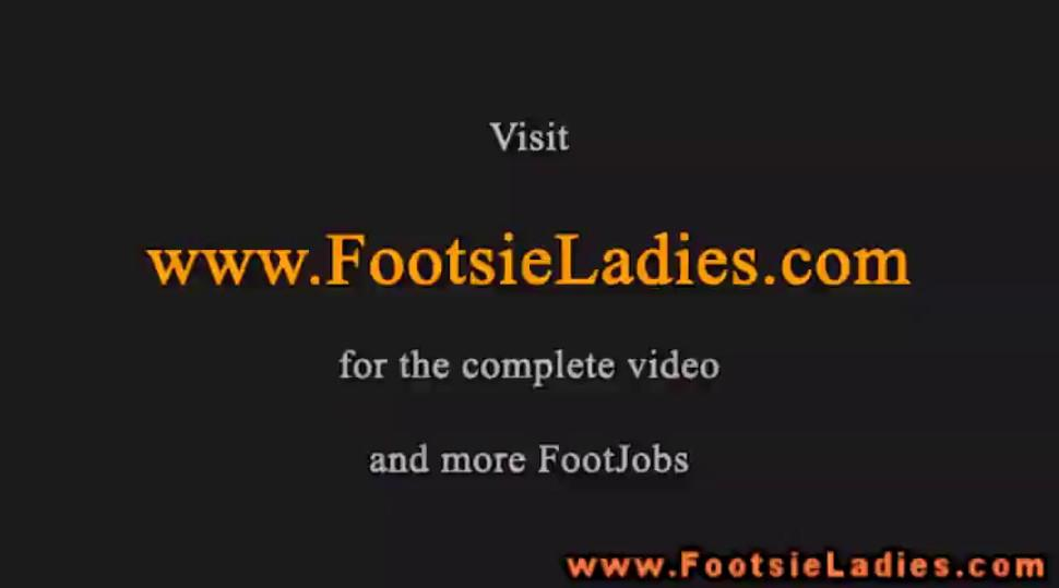 Footjob babe geving hottest footjob to lucky guy