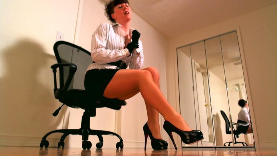 Leggy pantyhose femdom using JOI instructions to a cum countdown for her obedient stroke slave