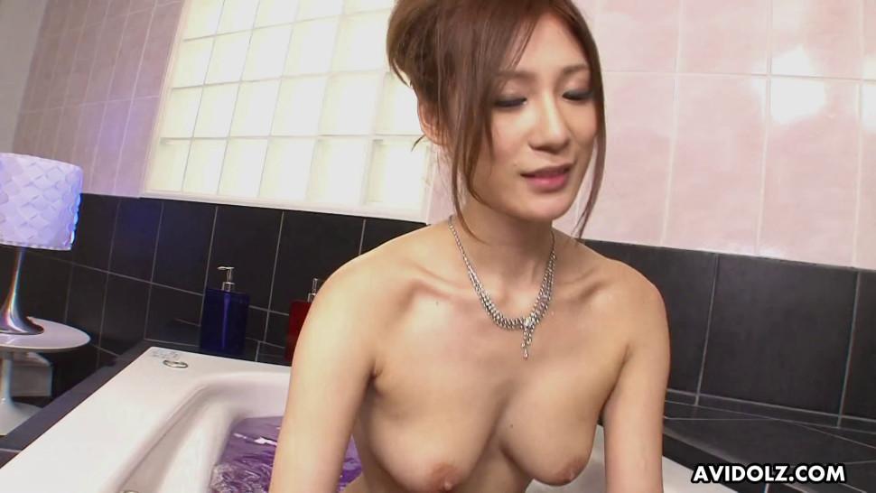 AVIDOLZ - Asian cutie Natsu Ando sucks tiny dick in the bathtub