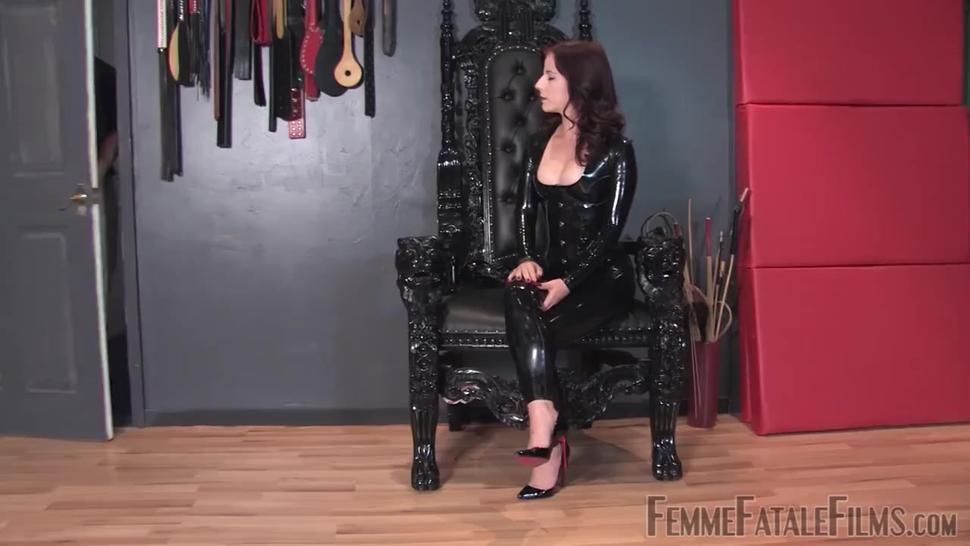 Mistress Lola Ruin Faceslapping Femme Fatale
