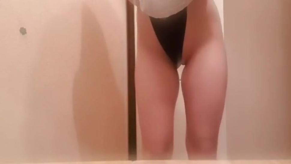 Teen out door masturbate and show her perfect body