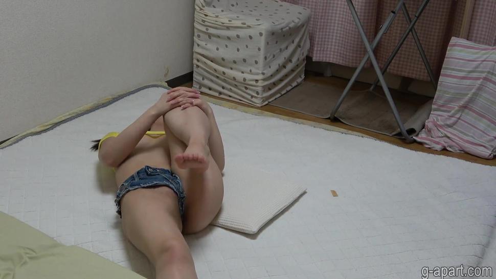 Japanese Girl Sweet Cameltoe in Tight Denim Jeans
