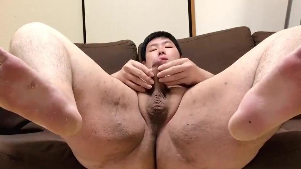 japanese chub jerking and showing off his ass