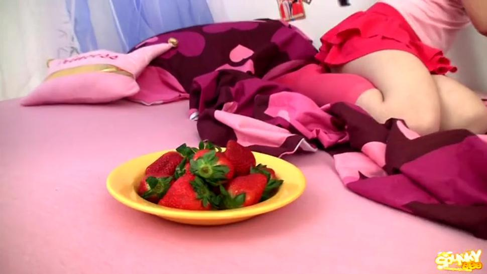 Naked Teen And The Bowl Of Strawberries - Abigaile Johnson