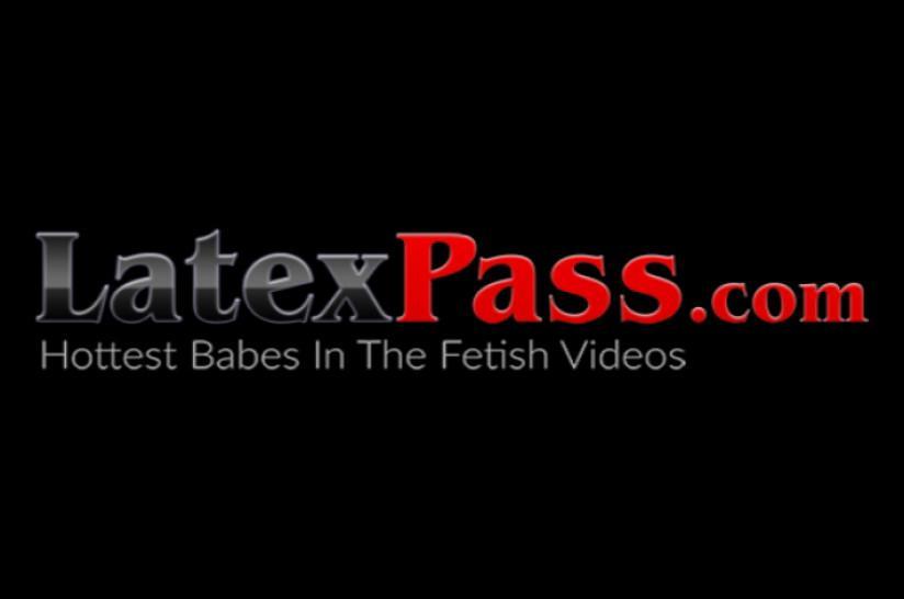 LATEX PUSSY CATS - Latex mistress torments masked lesbian submissive