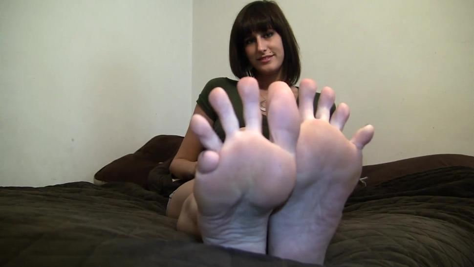 Erin Duval foot tease
