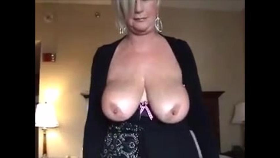 Breasted mature mom sucking dick and let him cum between her tits