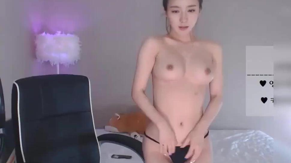 Sexy Korean camgirl Masturbate