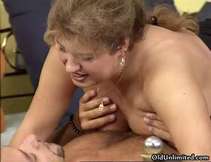 Dirty fat woman gets her wet cunt fucked part6