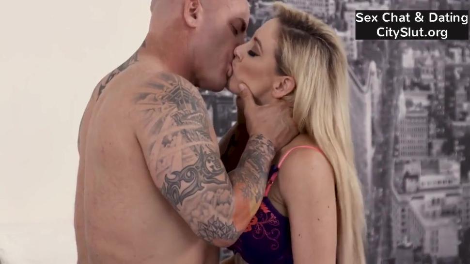 Blonde Milf Cherie Deville Big-tits