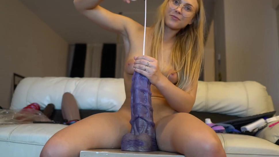 white slut puts huge 14 inch monster dildo up her ass !!
