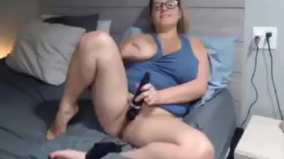 Chubby Chick Masturbating Webcam