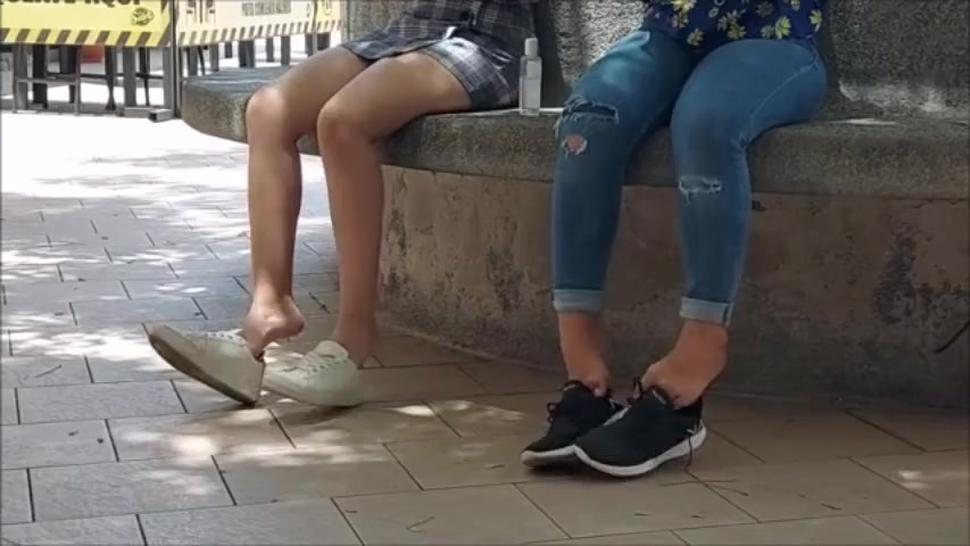 Candid Teen and Mature Shoeplay and Barefoot in sneakers FULLVID C4S 85155