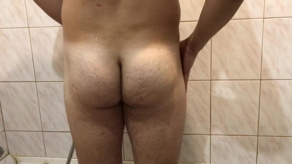 The guy washes her elastic ass and caresses her