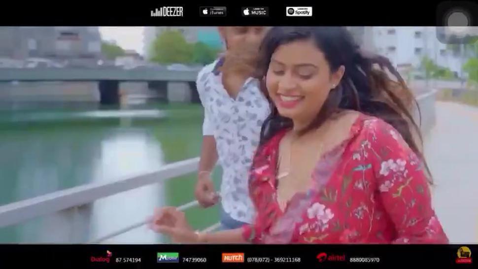 ?????? ????? ? ?????? ?? - Srilankan model accidentally flash her nipple