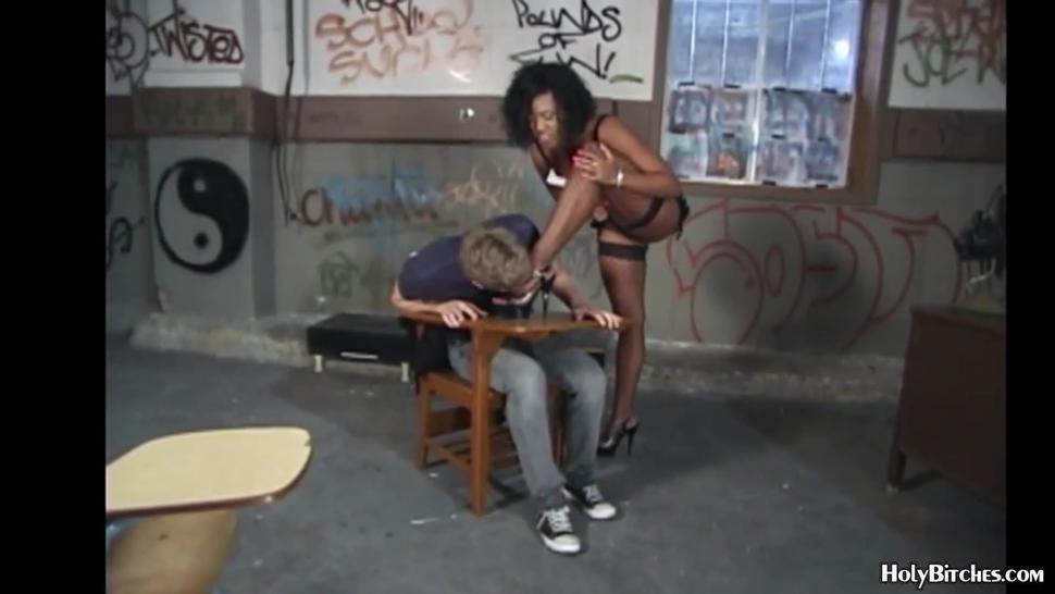 Black domina pegging her sissy slave