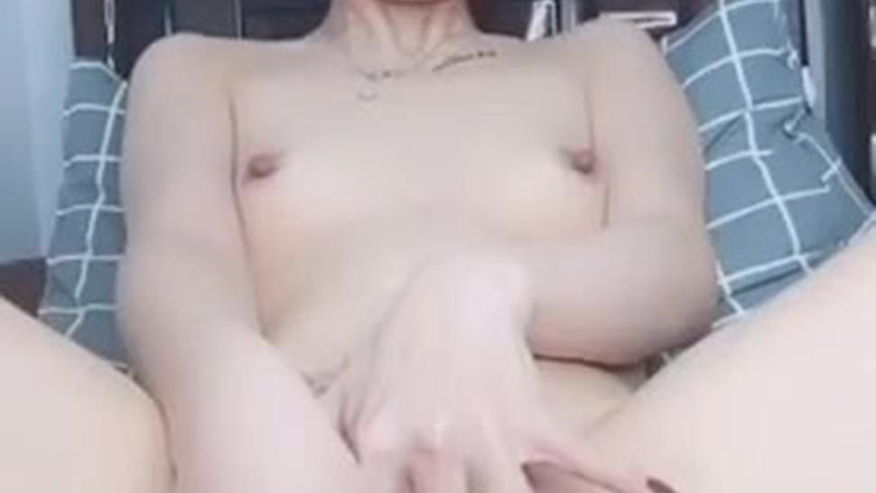 Chinese smoking with her pussy
