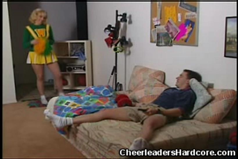 CHEERLEADERS HARDCORE - Sizzling Cheerleader Blowjob!