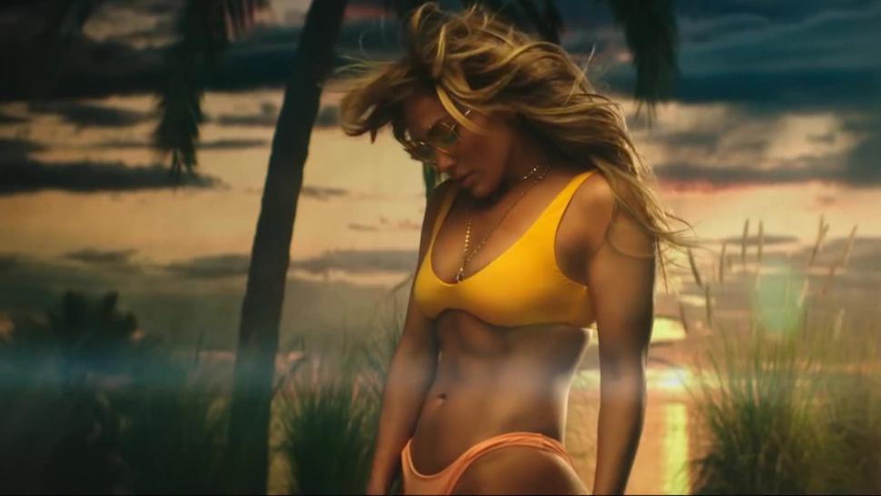 Jennifer Lopez & Bad Bunny - Te Guste - Slow-Motion Close-Ups!! Great MILF Body!!! Great MILF Ass!!!