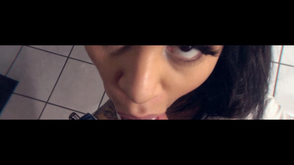 VISIT-X Deep Throat Blowjob mit Busty Brunette MILF in bayrischer Tracht fuehrt zu Gesichtsbesamung