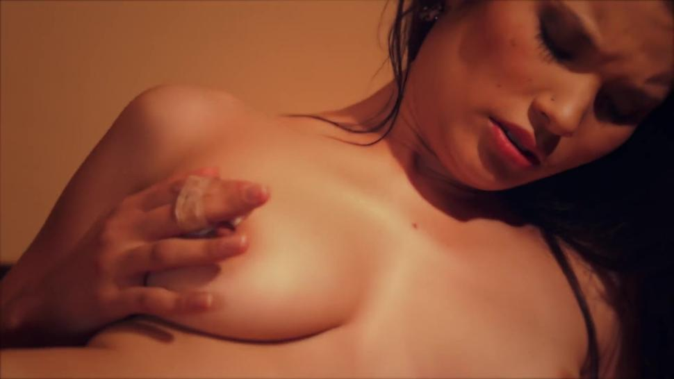 Sexy Japanese Lady Squirts